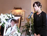 悟史のお別れ会の日。藍沢は白石の仕事を引き受け、緋山とともに行かせる。お別れ会で、冴島は悟史の両親に請われて別れの挨拶をした。病院に戻る途中、ヘリポートを