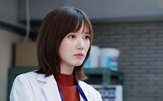 あくる日、甘春総合病院に、ロックバンドでギターを弾いている大学生・坂元美月(山本舞香)がやってくる。美月は、右肩の痛みを訴えていたが、検査をしてもその原因は